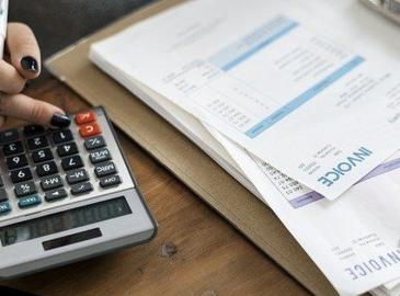 ¿Cuánto tiempo se deben guardar las facturas de la empresa?